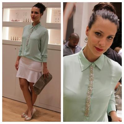Camila Rodrigues de camisa Calvin Klein
