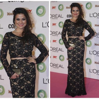 Laryssa Dias de top cropped e saia longa Iorane