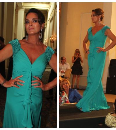 Luiza Brunet desfila com look Mabel Magalhães