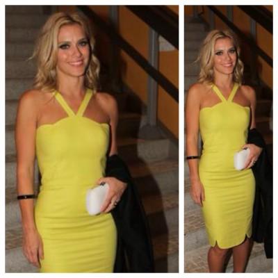 Carolina Dieckmann usa vestido Andrea Marques, uma de suas prediletas