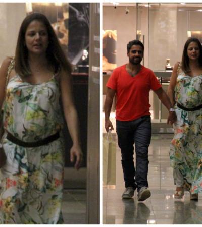 Grávida, Nivea Stelmann usa vestido Kimika para passear em shopping do Rio