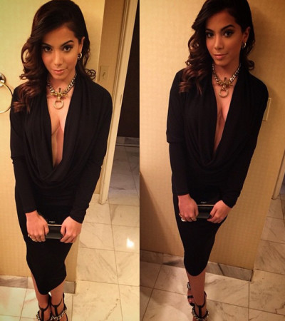 Anitta usa decotão Givenchy no Grammy