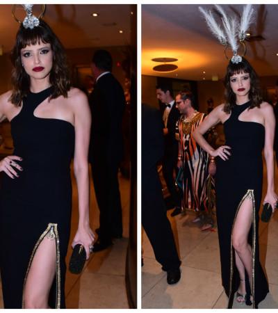 Agatha Moreira de vestido Versace de R$ 25 mil