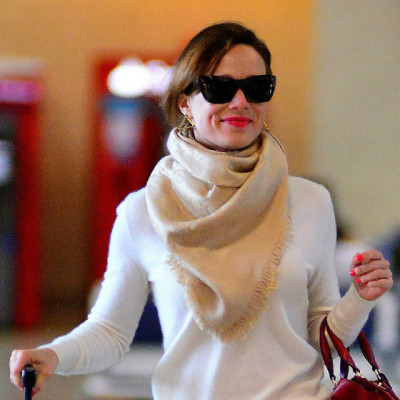 De cachecóis a casacos: veja looks de frio das famosas