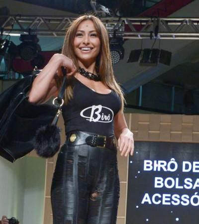 Sabrina Sato desfila no Mega Fashion Week