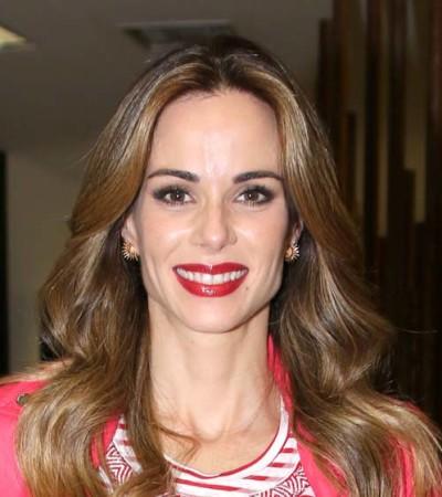 Ana Furtado veste look com estilo navy