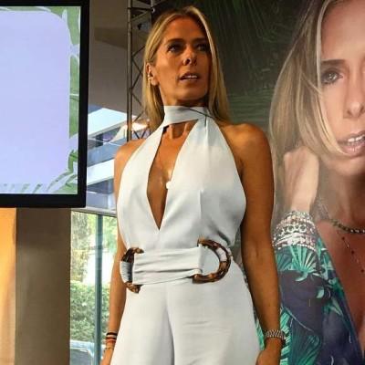 Adriane Galisteu de macacão Iódice em lançamento de perfume