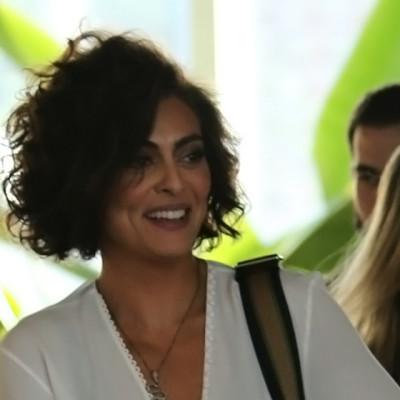 Juliana Paes usa bolsa Versace de R$ 11 mil