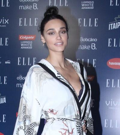 Débora Nascimento e Gloria Maria usam roupa igual no 'Elle Fashion Preview'