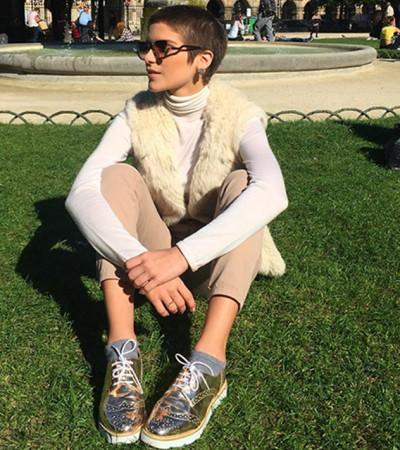 Isabella Santoni usa look Miu Miu em Paris