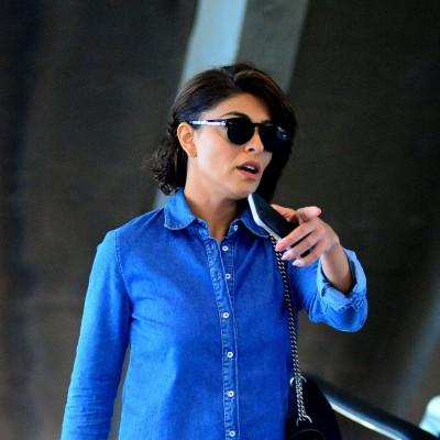 Juliana Paes de camisa jeans e calça branca: inspire-se