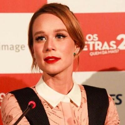 Mariana Ximenes aposta em salopete para lançamento de filme