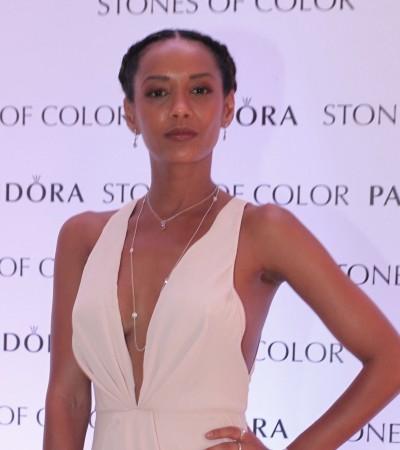 Taís Araújo de decote profundo e mais famosas em evento da Pandora