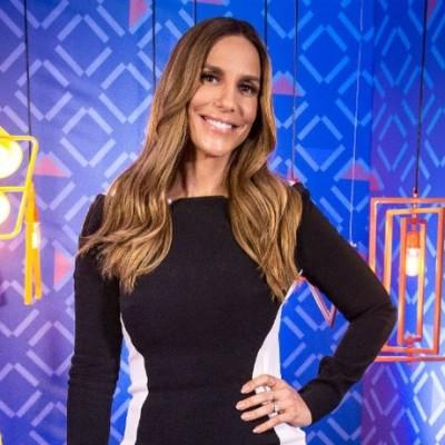 Truque pós-festas: Ivete Sangalo usa vestido que afina a silhueta