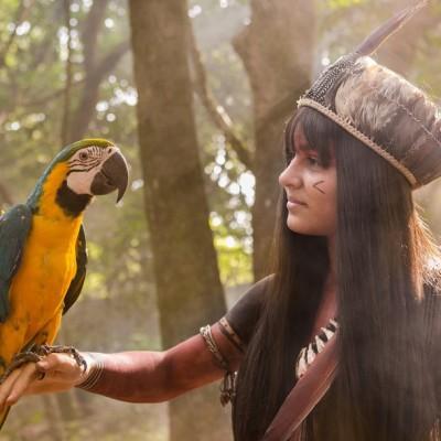 Giullia Buscacio aparece como índia Jacira, para Novo Mundo