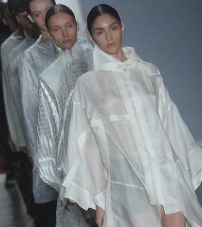 Lino Villaventura faz o que sabe fazer melhor salpicando androginia e streetwear