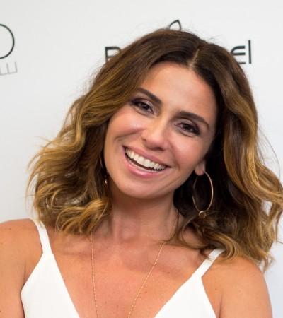 Giovanna Antonelli aposta em saia metalizada em evento da Rommanel
