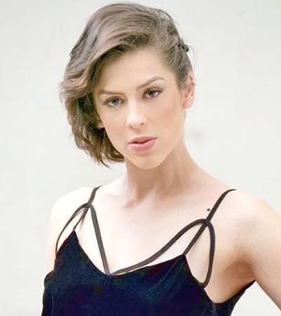 Sophia Abrahão investe em metalizado na volta à bancada do 'Vídeo Show'