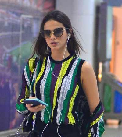 Bruna Marquezine repete sapato mule da Gucci de R$ 2,5 mil