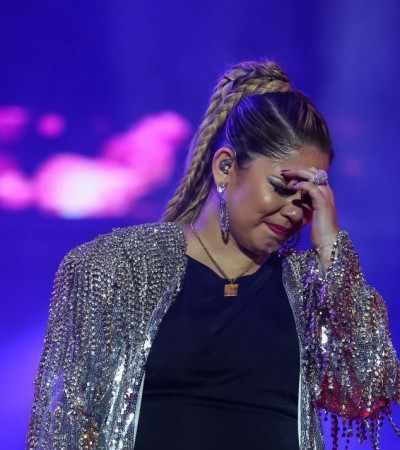 Marília Mendonça desabafa, chora e brilha com look de Walério Araújo