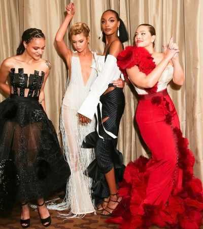 Modelo plus size e ex-Victoria´s Secret vestem fast fashion em baile de gala