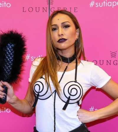 Fetiche: Sabrina Sato incrementa look com sutiã sexy