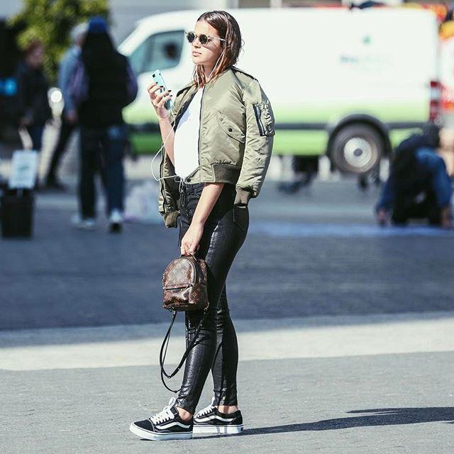 Bruna Marquezine com mochila Louis Vuitton em NY (Foto: Reprodução/Instagram/@brumarquezine