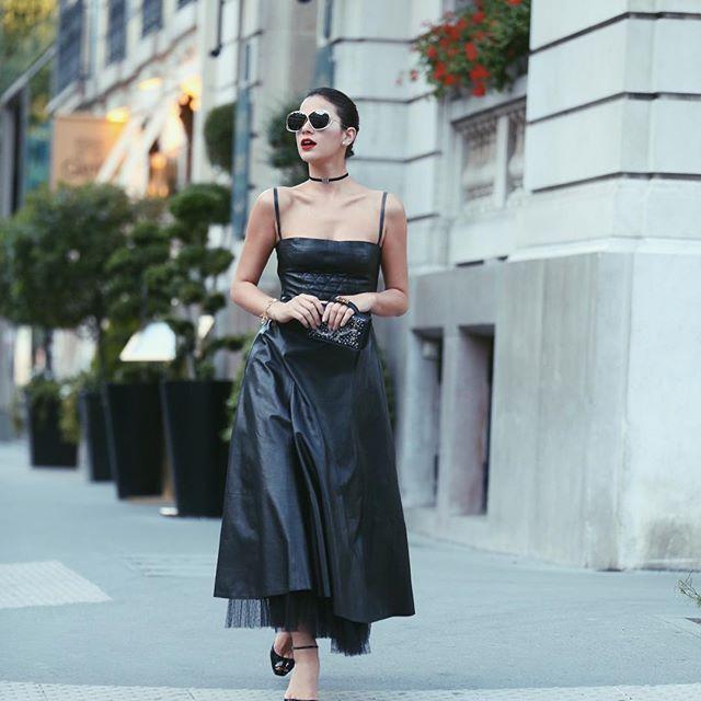Bruna Marquezine com bolsa looks total Dior em Paris (Foto: Leo Faria/Reprodução/Instagram/@brumarquezine