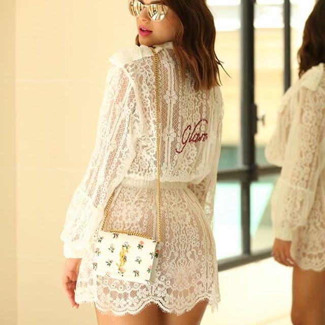 Bruna Marquezine com bolsa YSL e outro look (Foto: Reprodução/Instagram/@brumarquezine