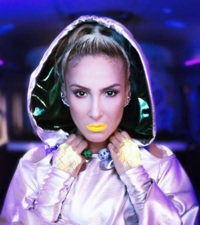 Novo clipe: Claudia Leitte usa jaqueta Amir Slama de R$488