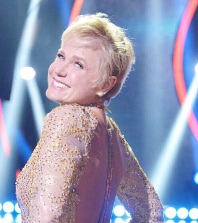 Xuxa reestreia Dancing Brasil com look decotado de R$ 40 mil