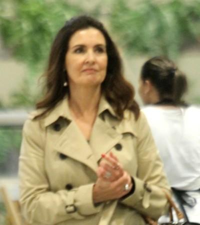 Inspire-se em 2 looks com trench-coat de Fátima Bernardes