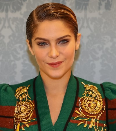 Isabella Santoni usa look de tricô de R$ 10,5 mil