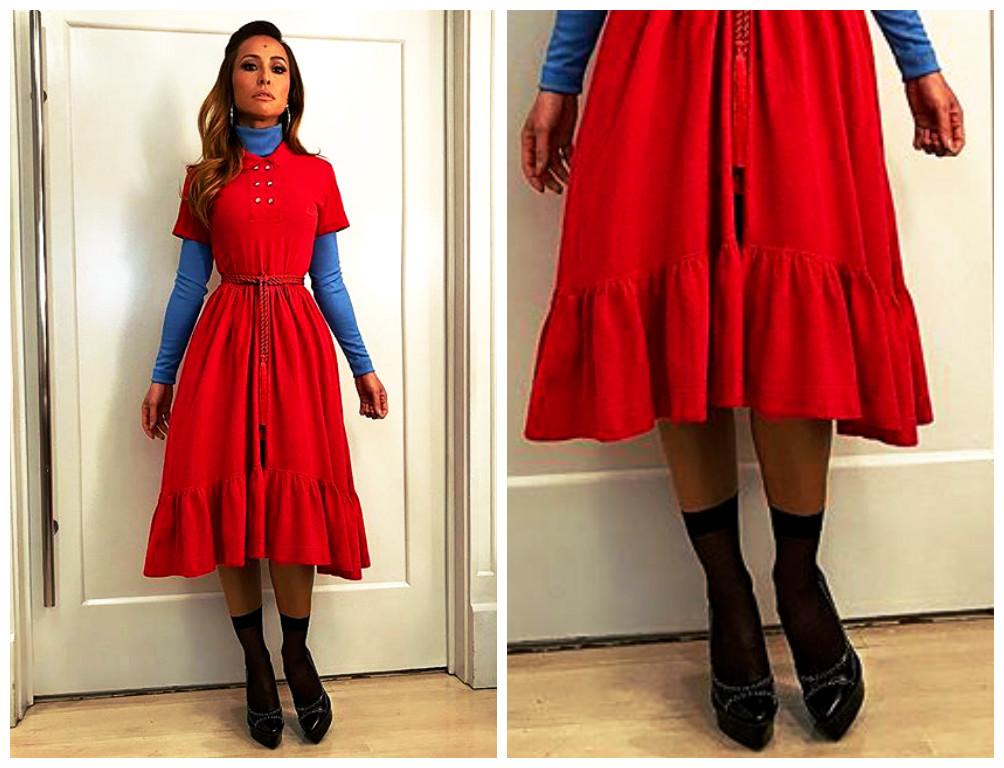 Sabrina compõe o look com escarpim preto e meia curta (Foto: Instagram/Reprodução)