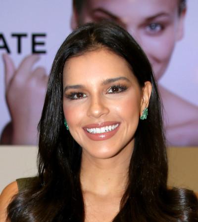 Mariana Rios exibe look justo e sensual de R$ 4,8 mil