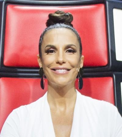 "Ivete Sangalo usa saia de 990 e body decotado no ""The Voice"""