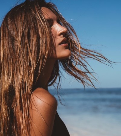 4 dicas para manter os cabelos saudáveis no verão