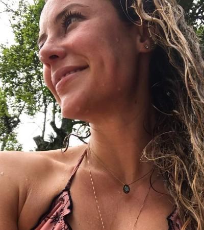 Paolla Oliveira acerta com maiô engana-mamãe de R$ 168