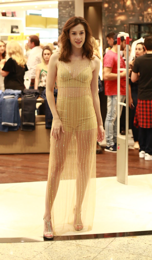 Vestido de R$ 579 de Marina Ruy Barbosa é mais pedido da Globo