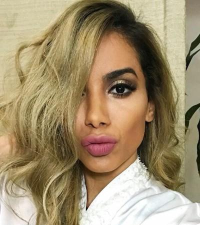 Anitta muda visual e está loira