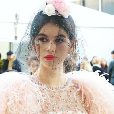 Chanel e mais grifes apostam no rosa nos desfiles de alta-costura