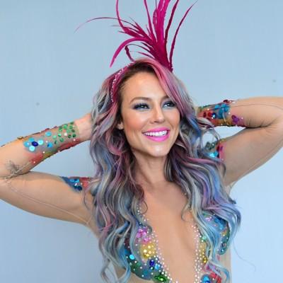 Qual famosa ficou mais bonita com cabelos coloridos?