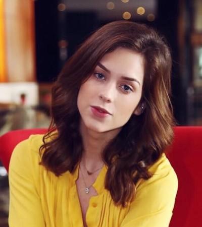 Tonalismo: Sophia Abrahão acerta com look amarelo