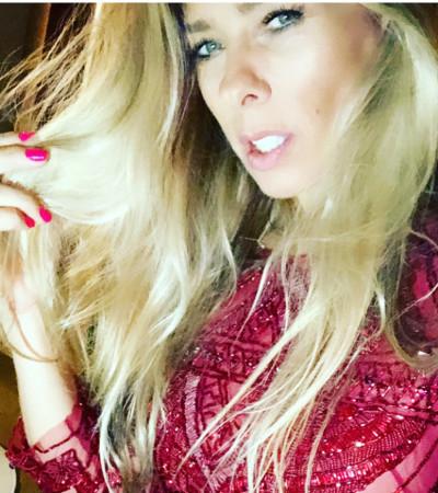 A cor do momento: Adriane Galisteu aposta em 3 looks vermelhos