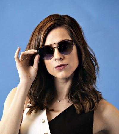 Sophia Abrahão revela amor pela dança em campanha de óculos