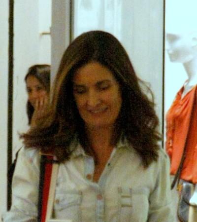 Fátima Bernardes acerta com novo visual e look todo jeans