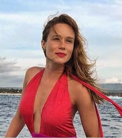 Mariana Ximenes repete maiô de Marina R. Barbosa e Antonelli