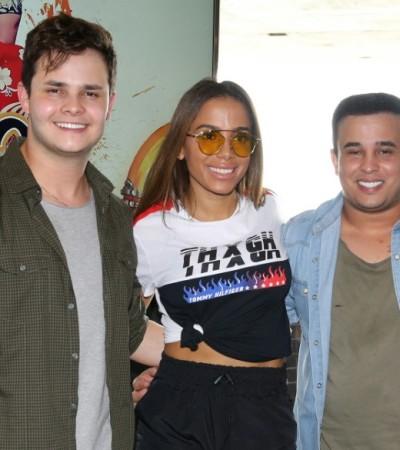 Anitta lança clipe com camiseta de R$ 520 e óculos de R$ 3 mil