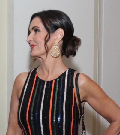 Fátima Bernardes usa vestido com efeito alongador em prêmio
