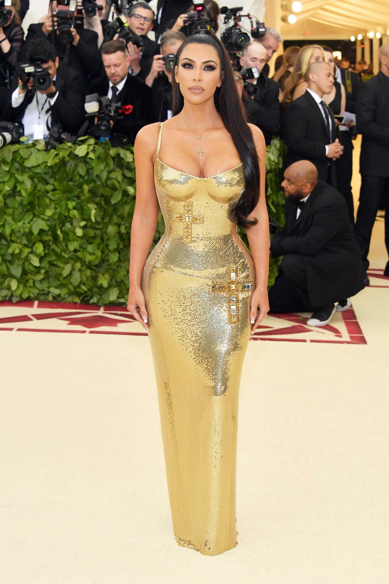 Kim Kardashian (Fotos: Divulgação/Versace)